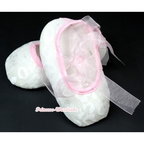 White Lace Crib Shoes With Light Pink Ribbon S538